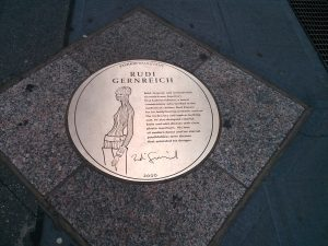 A plaque on New York City's Seventh Avenue Fashion Walk of Fame commemorates Gernreich's impact on fashion. Only 27 other designers have been so honored thus far.