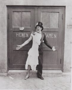 "Wilhelm Bendow as a female martian in the comedy ""Zeppelin 1000 auf dem Mars,"" 1929."